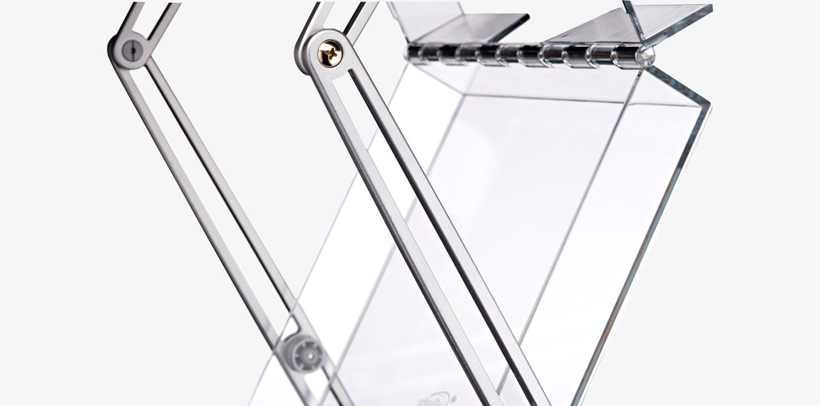 The brochure compartments of Brochure Stand Double are made of very strong polycarbonate.